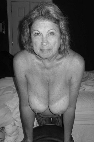 Altenpflegerin Sarah will lustvoll versaut sein.
