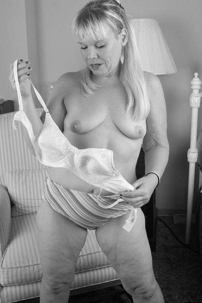 Bardame Nina möchte umgehend saugeil knutschen.