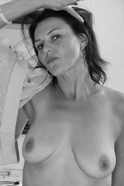Busfahrerin Olivia möchte erotisch reiten.