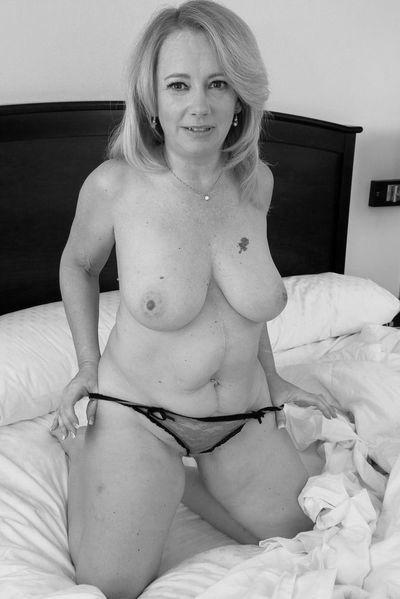 Ehefrau Nicole möchte dringend hemmungslos ficken.