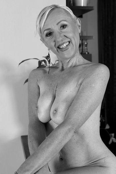 Fleischerin Sandra möchte unbedingt lüstern anal gevögelt werden.