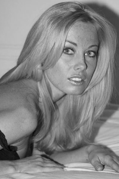 Kosmetikerin Josefin möchte umgehend erotisch hemmungslos sein.