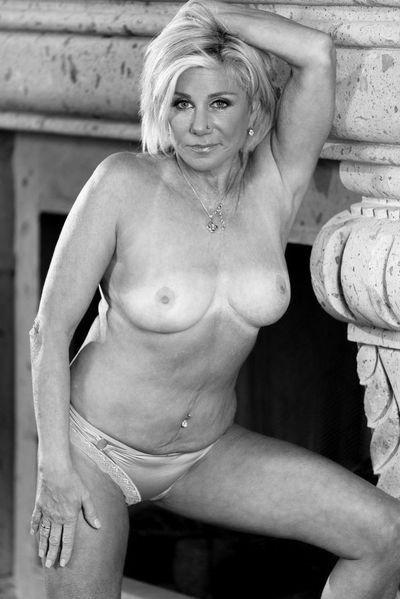 Mama Jasmin will erotisch anal gefickt werden.