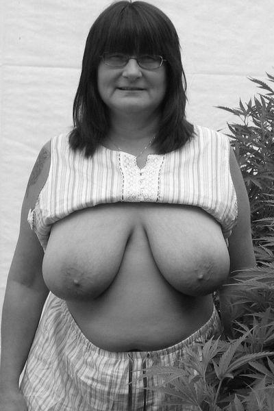 Mami Frauke möchte heiss anal gepoppt werden.