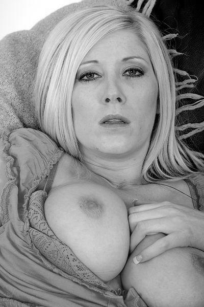 Masseurin Cecilia möchte umgehend erotisch durchgenudelt werden.