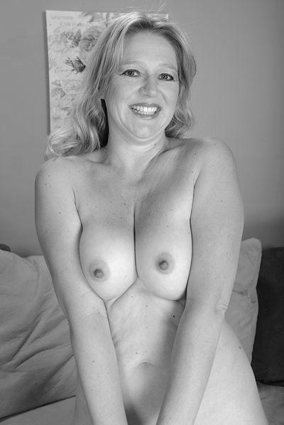 Mutti Cassandra will dringend erotisch flachgelegt werden.