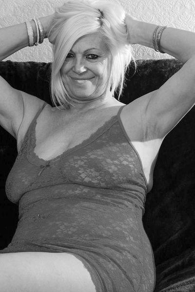 Stiefmutter Lili möchte dringend schön versaut sein.