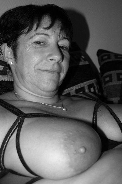 Stiefmutter Melinda möchte dringend heiss durchgenudelt werden.