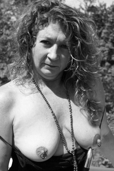 Traumfrau Karlotta möchte dringend saugeil knutschen.