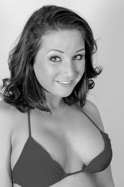 Zuckerpuppe Pauline will dringend erotisch knutschen.