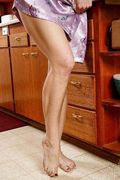 Altenpflegerin Lana will dringend saugeil knutschen.