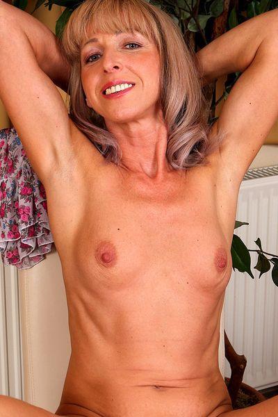 Brummi-Fahrerin Aurelia möchte unbedingt triebhaft anal gepoppt werden.