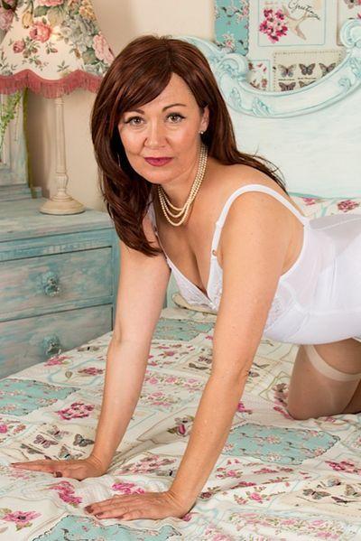 Ehefrau Saskia will umgehend geil pimpern.