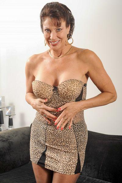 Karrierefrau Eileen will erotisch streicheln.