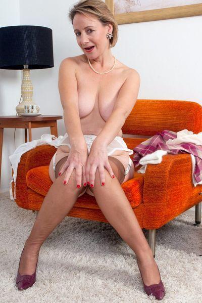 Pole-Tänzerin Sarah will erotisch geleckt werden.