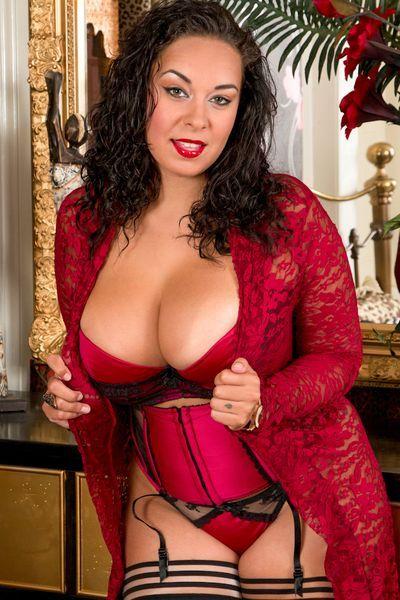 Powerfrau Berta möchte dringend erotisch flachgelegt werden.