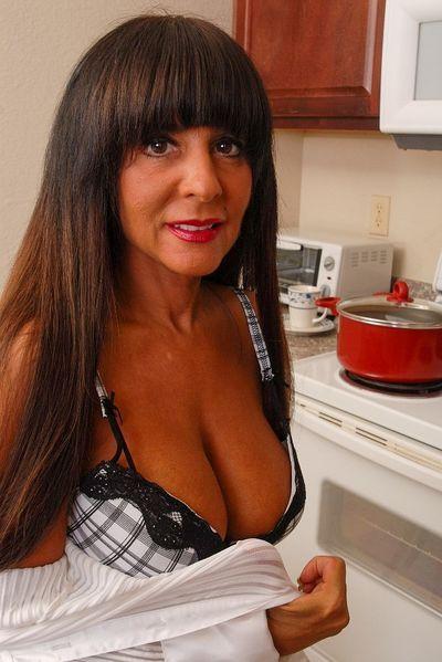 Powerfrau Elvira möchte umgehend triebhaft geleckt werden.