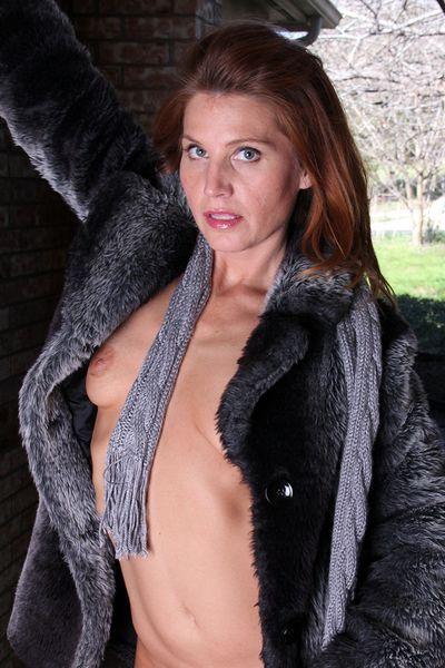 Sängerin Karolina möchte umgehend tabulos durchgefickt werden.