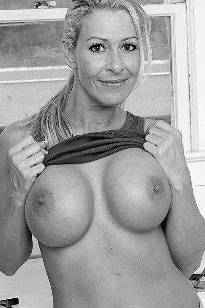 Bardame Kristina möchte dringend triebhaft hemmungslos sein