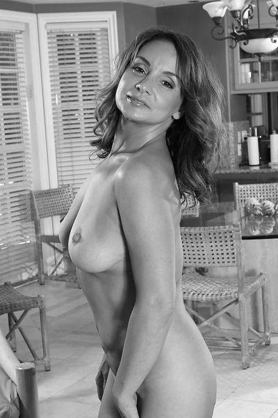 Floristin Yasmin will umgehend erotisch anal genommen werden