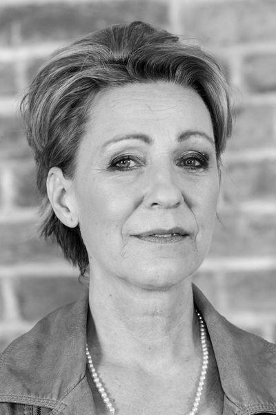 Karrierefrau Friederike will umgehend erotisch blasen