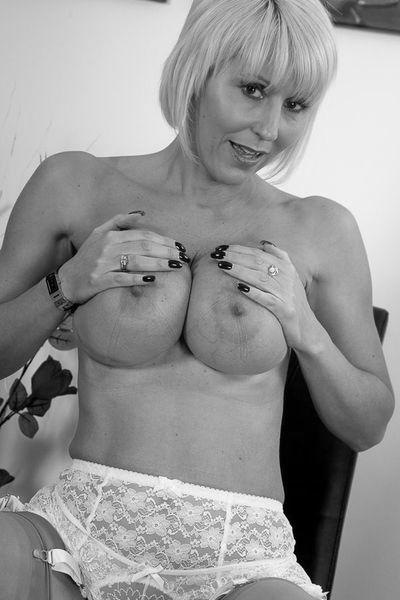 Kneipen-Bedienung Angelina möchte unbedingt erotisch versaut sein