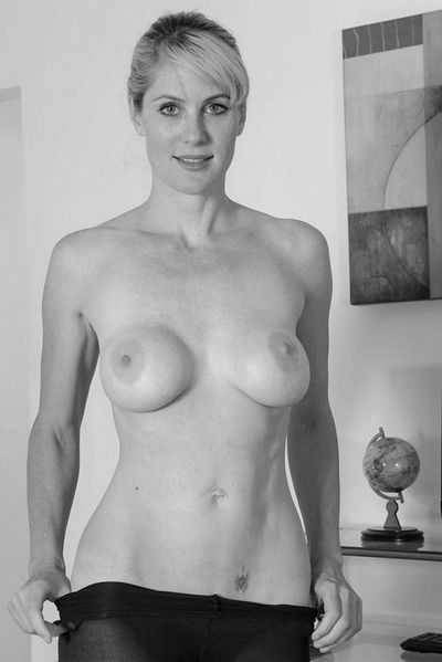 Mama Karoline möchte unbedingt erotisch poppen
