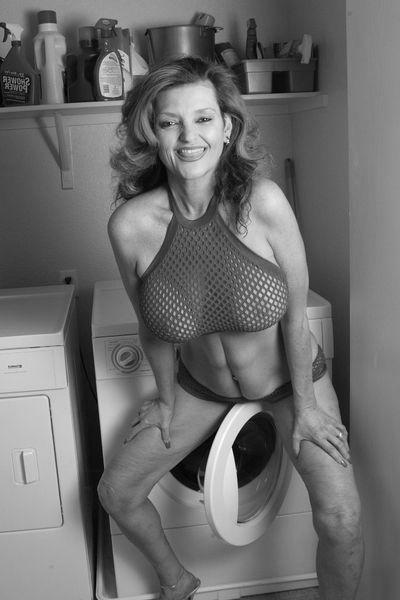 Mami Esther will schamlos anal gepoppt werden