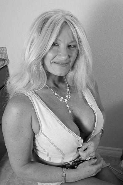 Mami Teresa möchte umgehend geil von hinten geknallt werden