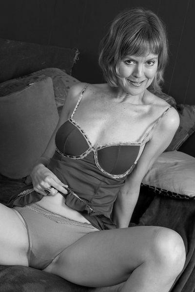 Musikerin Mathilde möchte umgehend tabulos von hinten gefickt werden