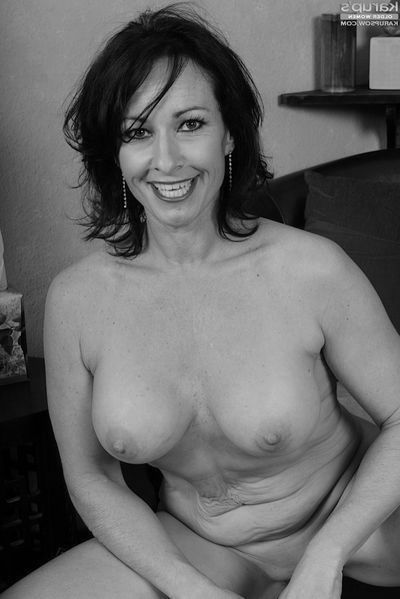 Pole-Tänzerin Christina will umgehend lustvoll anal geknallt werden