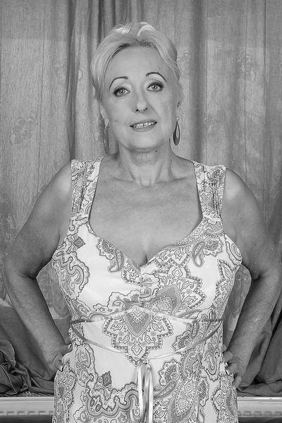 Pole-Tänzerin Giulia will unbedingt hemmungslos stöhnen