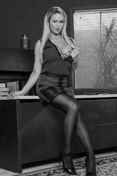 Pole-Tänzerin Veronika möchte unbedingt erotisch genommen werden