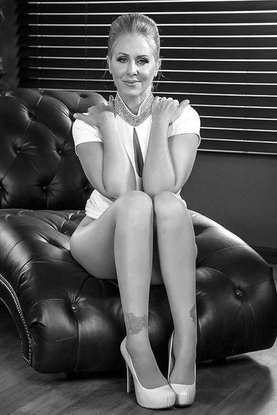 Powerfrau Silke will dringend triebhaft liebkosen