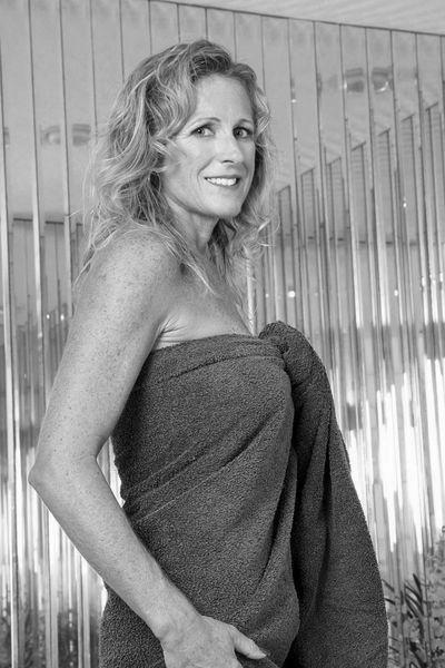Stiefmutter Julie will unbedingt schamlos küssen