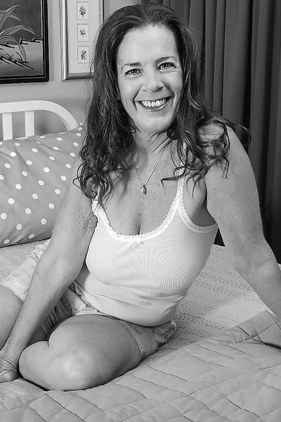 Stiefmutter Stella will dringend triebhaft von hinten genommen werden