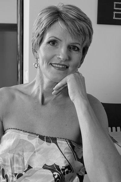 Tante Henriette will unbedingt erotisch stöhnen