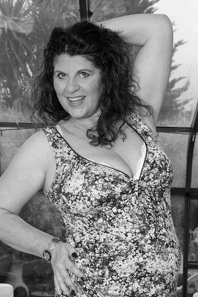 Tante Vivien möchte dringend versaut anal gefickt werden
