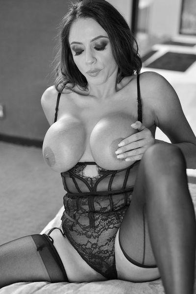 Zuckerpuppe Luisa möchte dringend lüstern von hinten gebumst werden