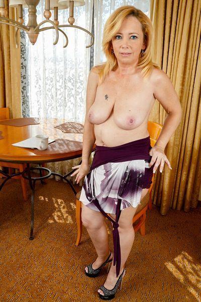 Altenpflegerin Melinda will umgehend hemmungslos durchgebumst werden.