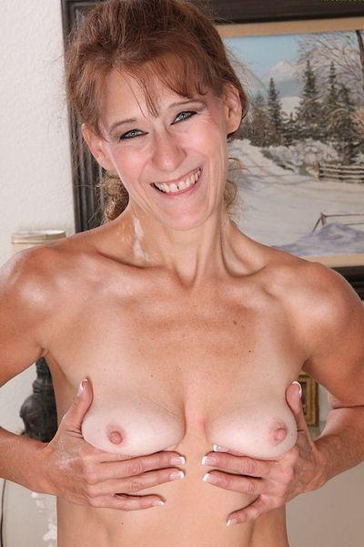 Bäckerin Margarete will erotisch gefickt werden.