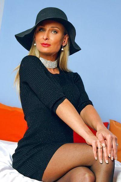 Bardame Natalie will erotisch genommen werden.