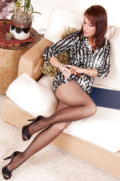 Bardame Sonja will umgehend erotisch geil sein.