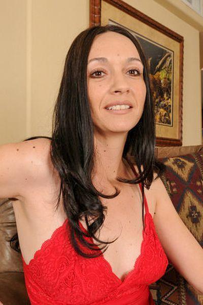 Karrierefrau Annalena will dringend erotisch liebkosen.