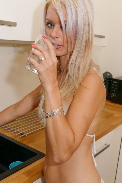 Kosmetikerin Helena möchte dringend lustvoll knutschen.