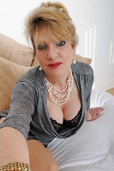 Kosmetikerin Tabea will umgehend erotisch geleckt werden.