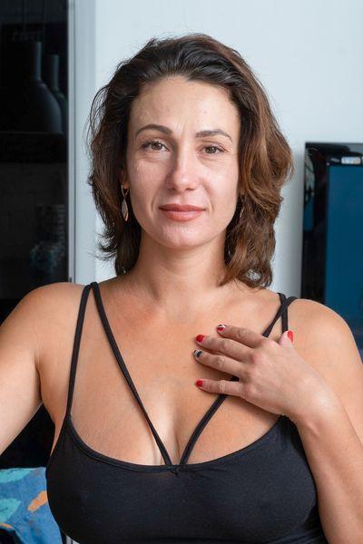 Musikerin Ines möchte umgehend scharf anal gevögelt werden.