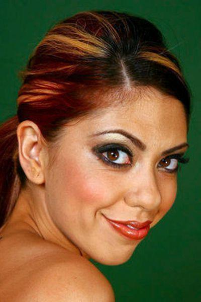 Pole-Tänzerin Giulia möchte unbedingt laut gefingert werden.