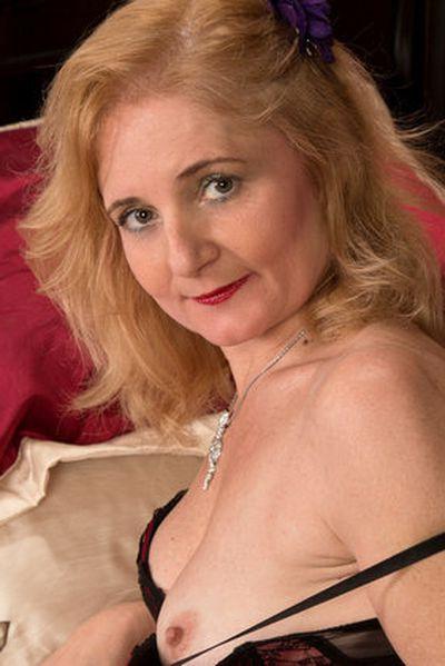Powerfrau Valeria will umgehend lüstern gebumst werden.