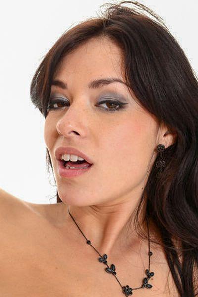 Singlefrau Cecilia möchte umgehend triebhaft stöhnen.
